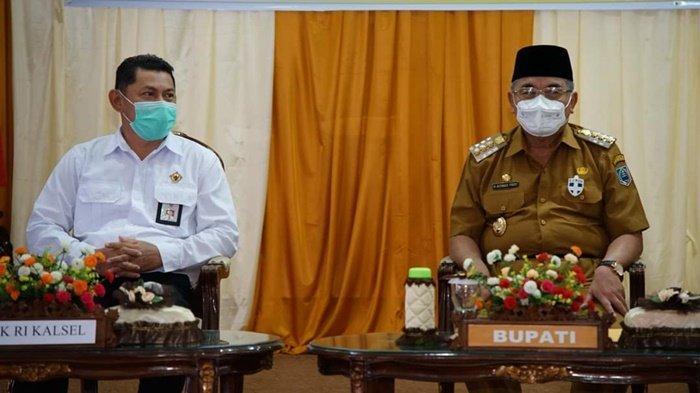 Bupati H Achmad Fikry, bersama pejabat Badan Pemeriksa Keuangan Republik Indonesia (BPK RI) Perwakilan Kalimantan Selatan bersama rombongan yang akan melakukan pemeriksaan rinci terhadap Laporan Keuangan Pemerintah Daerah (LKPD) Kabupaten Hulu Sungai Selatan (HSS), Senin (29/3/2021).