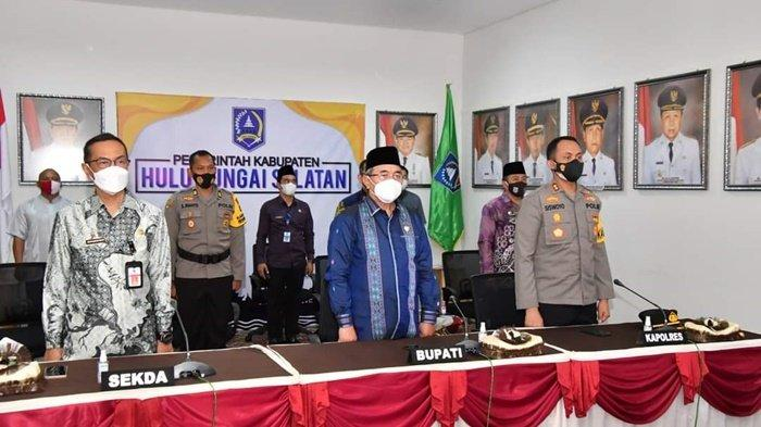 Bupati Hulu Sungai Selatan, H Achmad Fikry dan Kapolres AKBP Siswoyo, mengikuti acara kerja sama pemerintah daerah dengan Polda Kalimantan Selatan dalam Program Rekrutmen Bintara Polri, Jumat (16/4/2021).