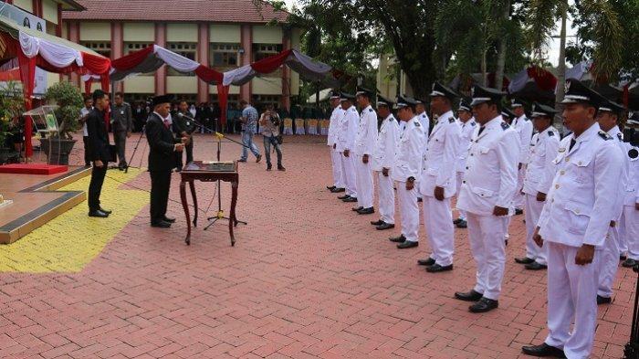 Bupati HSU H Abdul Wahid HK Lantik Kepala Desa dan Kepala Sekolah