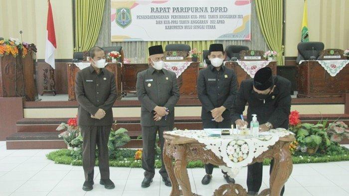 Bupati dan Pimpinan DPRD Kabupaten HSU Tandatangani Perubahan APBD