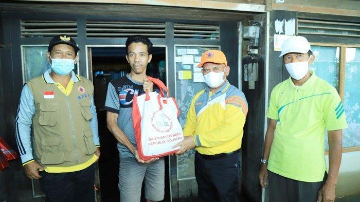 Bupati HSU H Abdul Wahid HK Tinjau Lokas Banjir dan Serahkan Bantuan untuk Korban