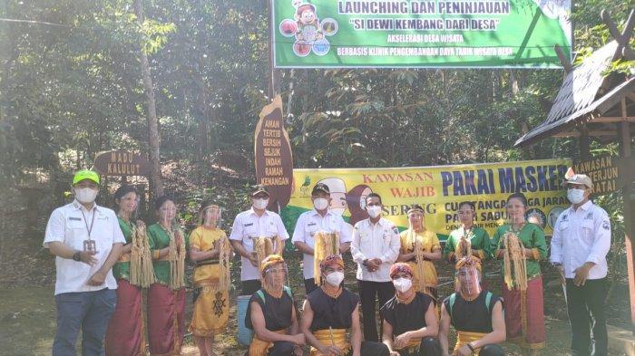 Bupati Hulu Sungai Selatan (HSS) Drs. H Achmad Fikry, didampingi Wakil Bupati HSS Syamsuri Arsyad, meninjau Kawasan Ekowisata Air Terjun Haratai, yang ada di Desa Haratai, Kecamatan Loksado, Rabu (9/6/21).