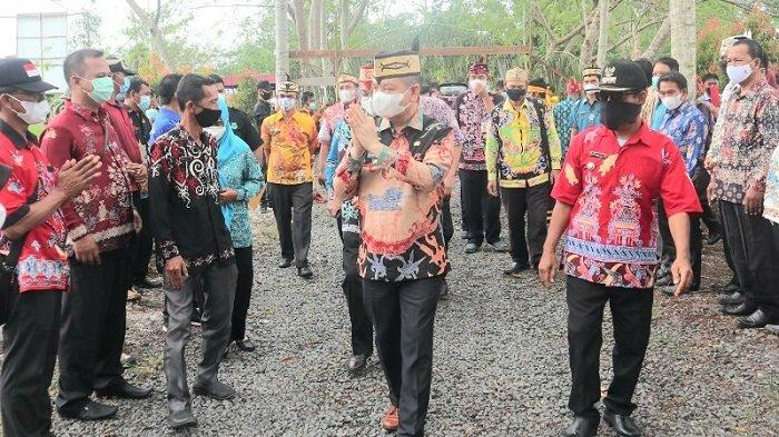 Bupati Ben Brahim Keluarkan SE PDH Batik,ASN dan Tenaga Kontrak Wajib Pakai Batik Khas Kapuas