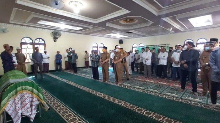 Bupati Kotabaru H Sayed Jafar Alaydrus Hadiri Pemakaman Kepala Desa Banua Lawas