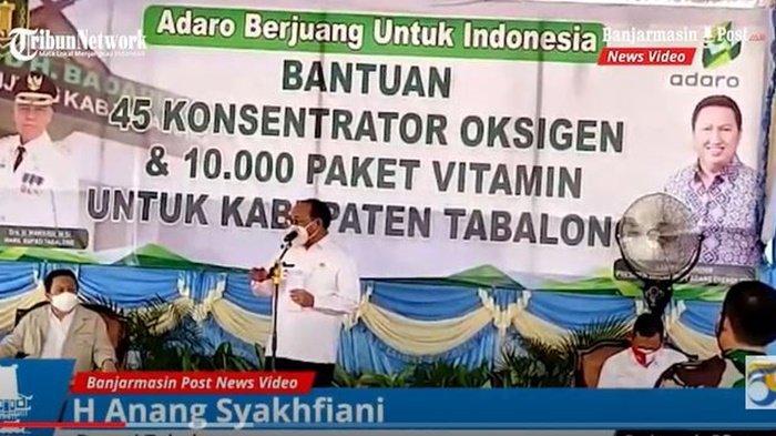 Bupati H Anang Syakhfiani di RSUD H Badaruddin Kasim, Maburai, Kecamatan Murung Pudak, Kabupaten Tabalong, saat menyampaikan sambutan setelah menerima bantuan perlengkapan Kesehatan untuk menangani Covid-19 dari Adaro, Rabu (1/9/2021).