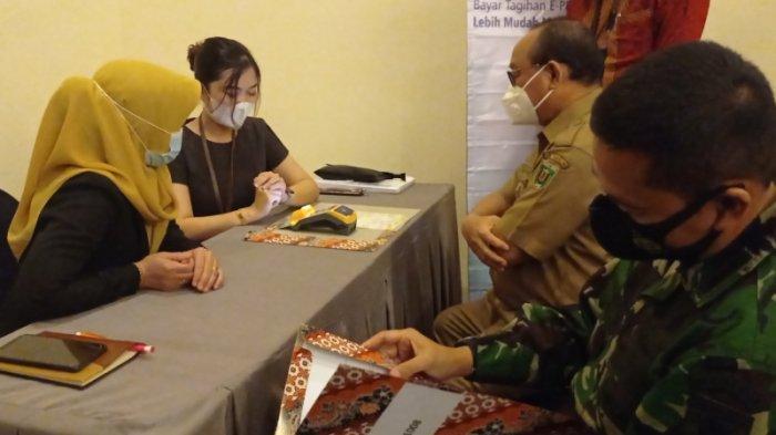 Bupati Tabalong dan Unsur Pimpinan Daerah Bayarkan Sendiri Tagihan PBB P2