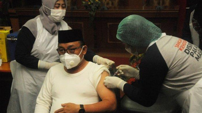 Jalani Puasa, Bupati Anang dan ASN Sekretariat Daerah Tabalong Tetap Ikuti Vaksinasi Covid-19