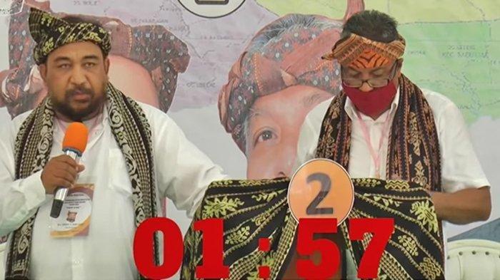 Bupati terpilih Kabupaten Sabu Raijua, Nusa Tenggara Timur (NTT) Orient Patriot Riwu Kore (kiri) dalam debat para calon yang digelar secara live di Youtube