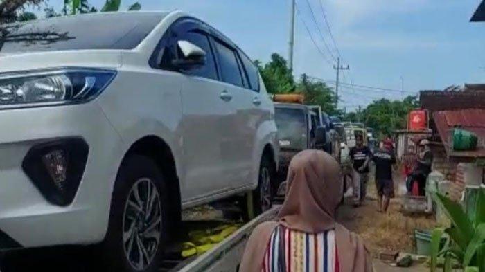 MENDADAK KAYA Dapat Uang Rp 8 - 10 Miliar, Warga Desa Sumurgeneng Borong Mobil, Serumah Punya 3 Unit
