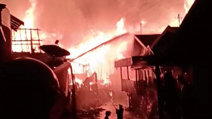 Api Luluhlantakan Sejumlah Rumah Warga di Permukiman Fatmaraga Kotabaru