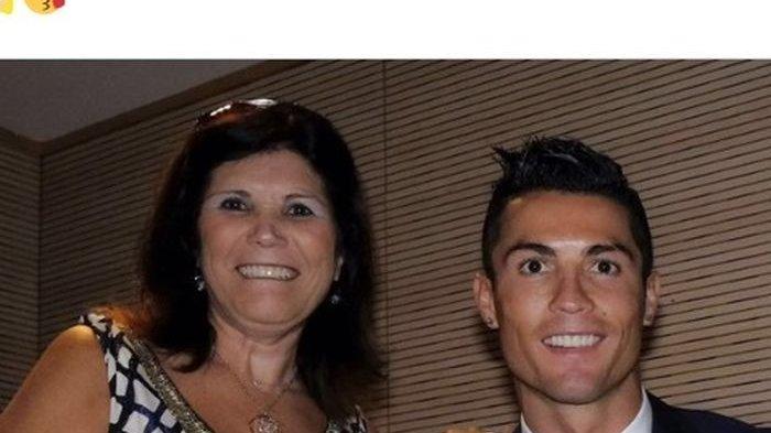 Usai Cetak 2 Gol di Debut Kedua Liga Inggris Ronaldo Ajak Ibunya Makan Pizza Seharga Rp 600 Ribuan
