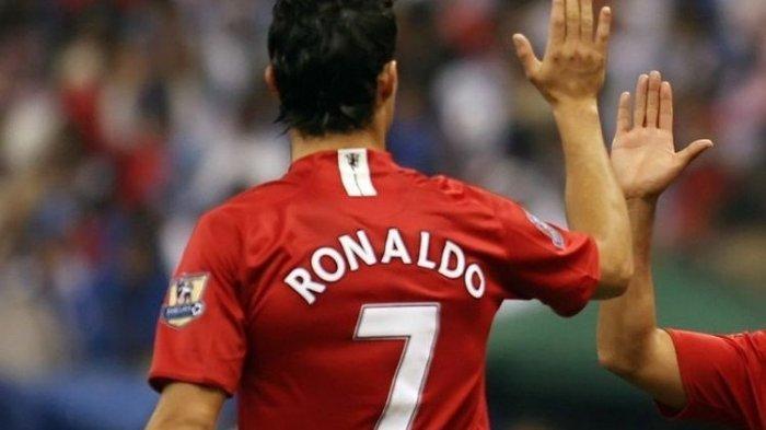Cristiano Ronaldo saat masih memperkuat Manchester United pada laga kontra Al Hilal, 21 Januari 2008.