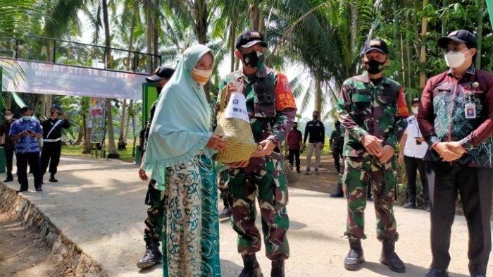 Program TMMD Selesai, Danrem 101 Antasari Tinjau Langsung Hasil Rehab Jalan Rantau Keminting
