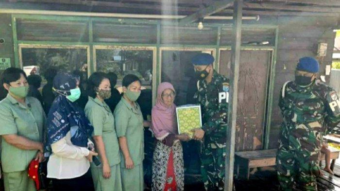 Subdenpom Kapuas Salurkan Sembako ke Warga di Kecamatan Selat Kapuas Kalteng