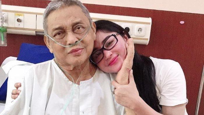 Dewi Perssik Bernyanyi & Berjoget Dekat Ayahnya yang Lagi Sakit, Manjur Ayahnya Tambah Sehat