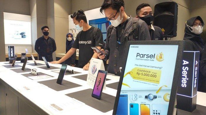 Di Samsung Experience Store (SES) Q Mall Banjarbaru, Kota Banjarbaru, Kalimantan Selatan, semuanya menjadi lebih mudah dan nyaman.