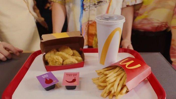 Dibanderol dengan harga Rp 50 ribu termasuk Ppn, penikmat BTS Meal akan mendapat paket berisi nugget, kentang goreng, dan minuman soda.