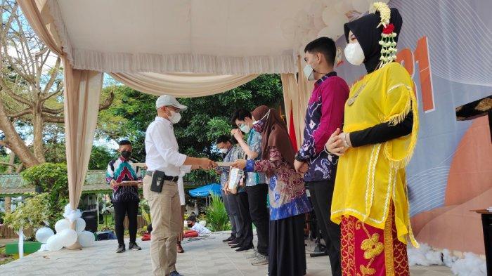 Diesnatalis FK Kedokteran ke 31 pemberian penghargaan di Jalan A Yani Km 36, Banjarbaru, Kalimatan Selatan