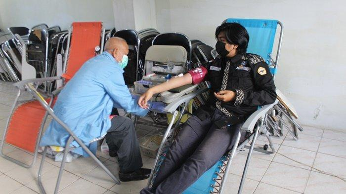 Gerakan Mahasiswa Peduli FMIPA ULM, Gelar Donor Darah dan Cek Kesehatan Gratis