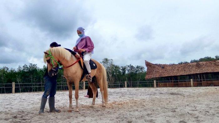 Travel - Wisata Berkuda Al Qarni Stable Tabalong, Siapkan Saung dan Kuliner Nusantara