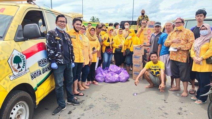 Peduli Korban Banjir, DPD Golkar Banjarmasin dan KKB Pusat Salurkan Bantuan di Kelayan A