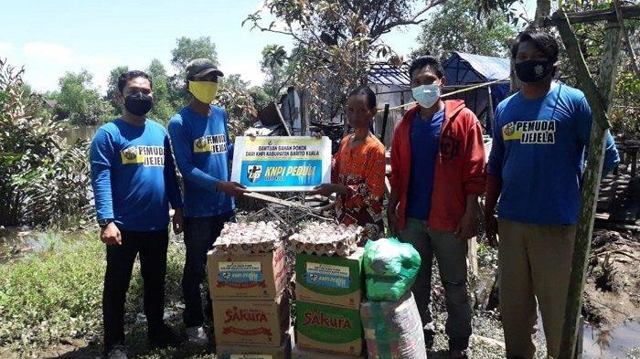 Peduli korban kebakaran di Anjir Muara, DPD KNPI Batola Serahkan Bantuan