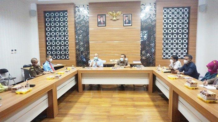 Anggota DPRD Kabupaten Barito Kuala (Batola) bersama Kejaksaan Negeri Batola membahas tentang koordinasi dan kerja sama, bertempat di gedung dewan di Kota Marabahan, Kalimantan Selatan, Senin (7/6/2021).