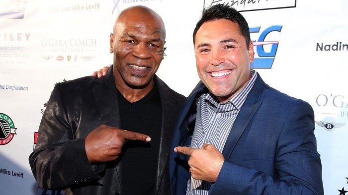 Dua mantan petinju dunia Mike Tyson dan Oscar De La Hoya