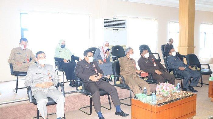 Eksekutif Pemko Banjarbaru saat mengikuti rapat paripurna DPRD Banjarbaru tentang penyampaian tiga raperda.