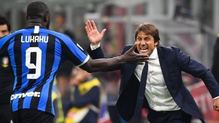 Ekspresi Antonio Conte ketika Romelu Lukaku sukses mencetak gol penutup dalam kemenangan 2-0 Inter Milan atas AC Milan di San Siro, 21 September 2019.