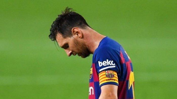 Ekspresi lesu Lionel Messi dalam laga Barcelona vs Osasuna pada pekan ke-37 Liga Spanyol 2019-2020.