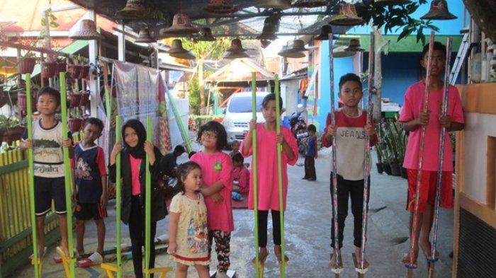 Tunggu Bedug Beberbuka, Anak-anak Ini Asah Kemampuan Bermain Permainan Tradisional
