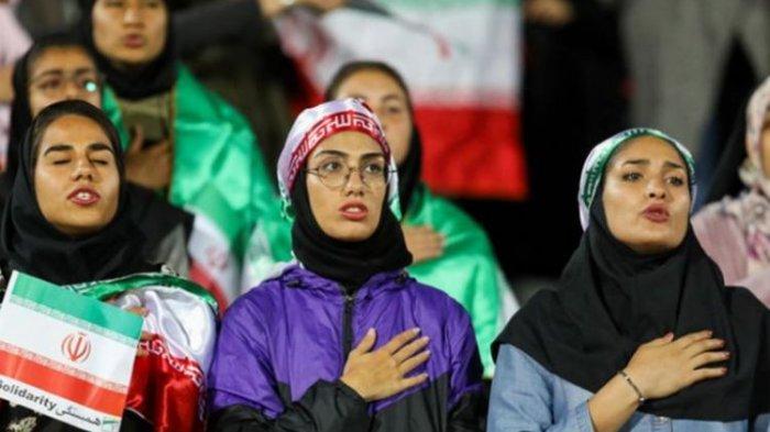 Pertama Kali Setelah 40 Tahun, Iran Izinkan Kaum Perempuan Hadiri Pertandingan Bola, Tiket Pun Ludes
