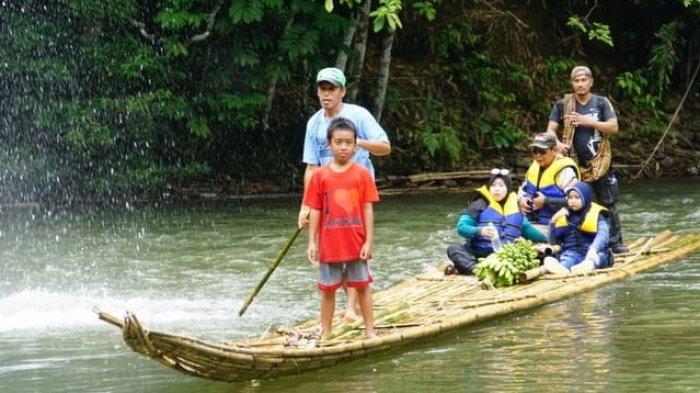 Ratusan Bamboo Rafting Ramaikan Festival Loksado 2018