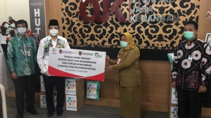 FK-LJKD Kalsel Donasikan Uang Tunai dan 50 Paket APD Kepada RSUD Ulin