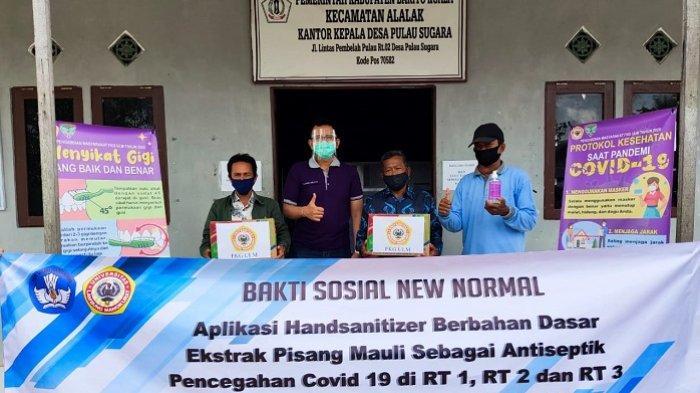 Baksos di Desa Pulau Sugara, FKG ULM Serahkan Handsanitizer Ekstrak Pisang Mauli
