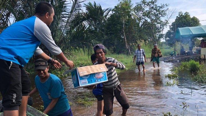 FKIK UMB Beri Bantuan dan Periksa Kesehatan Korban Banjir di Kabupaten Banjar dan Batola