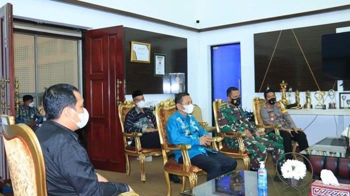 Forum Komunikasi Pimpinan Daerah terlibat dalam diskusi penanganan Covid-19 dengan Penjabat Gubernur Kalimantan Selatan, Safrizal ZA dan Wali Kota Banjarbaru, HM Aditya Mufti Ariffin SH MH.