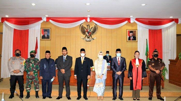 Foto bersama pimpinan forkopimda setelah pelantik Wakil Ketua DPRD Kota Banjarbaru, Senin (15/2/2021).