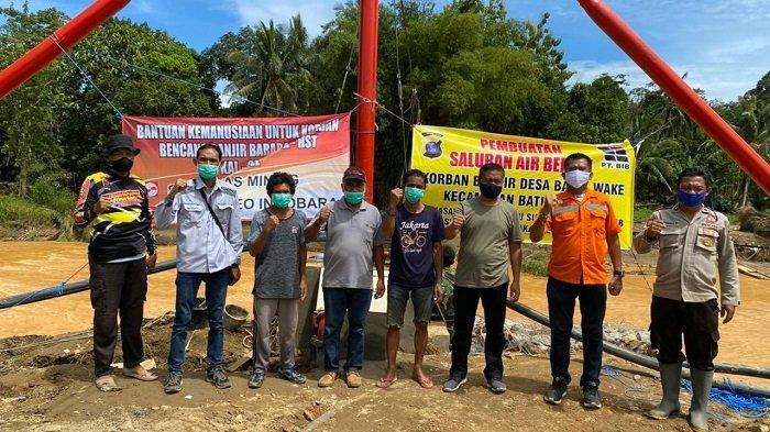 Foto bersama Tim PT Borneo Imdobara, Polres, PDAM HST dan Tokoh Masyarakat.