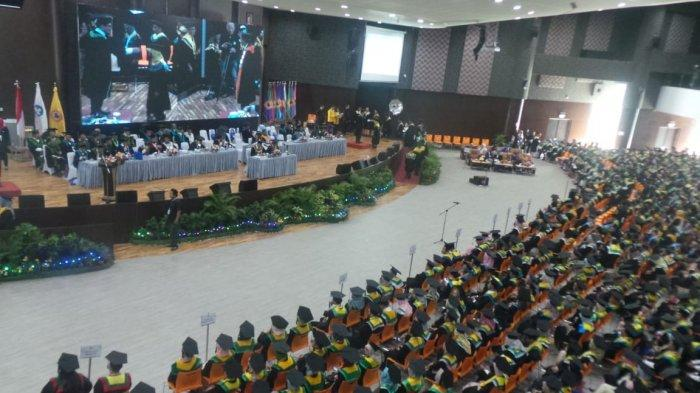 ULM Wisuda 1.250 Sarjana, Rektor Ingatkan Jangan Berhenti Belajar