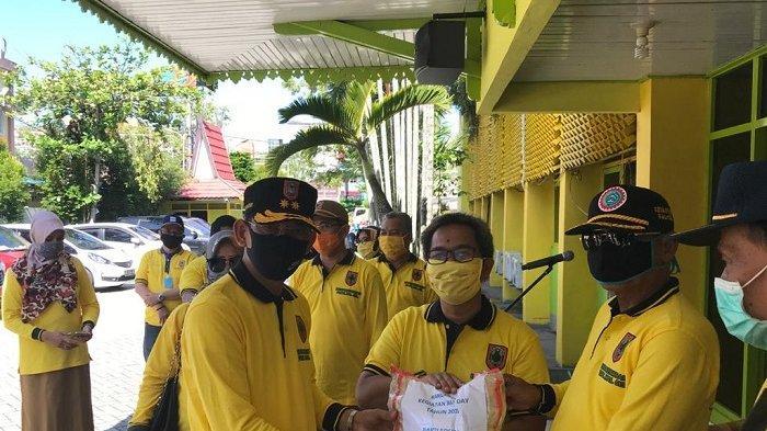May Day, 8 Ribu Orang Buruh Pekerja Terdampak Covid-19, Disnakertrans Kalsel Bagikan 1.333 Sembako,