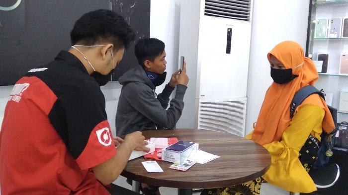 GADGET-Keramaian pengunjung Gadgetmart Banjarmasin di Jalan Belitung Laut, No 12, kelurahan Belitung Utara, kecamatan Banjarmasin Barat, kota Banjarmasin, Senin (13/7/2020).