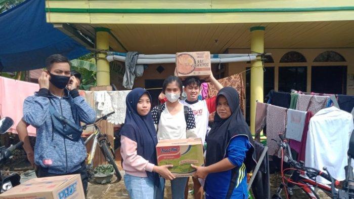 OSIS SMAN 3 Barabai Bantu Korban Banjir di HST