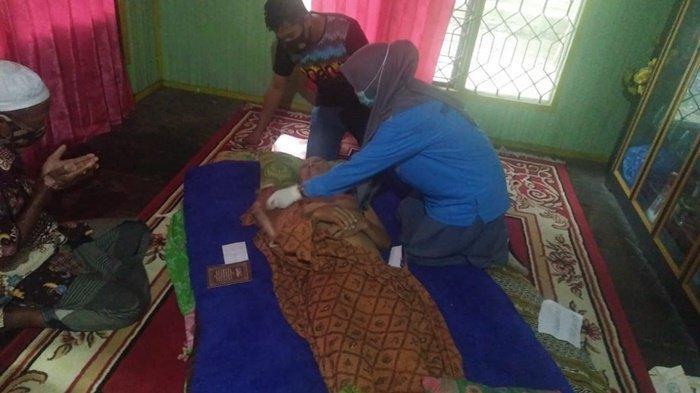 S(63)ditemukan tewas gantung diri di dapur rumahnya di Desa Lok Tamu, Mataraman, Kabupaten Banjar, Kalimantan Selatan.