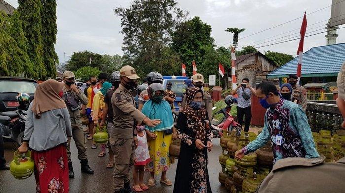 Pemkab Tanahlaut Gencarkan Operasi Pasar Gas Elpiji Murah, Begini Sambutan Positif Warga Pelaihari