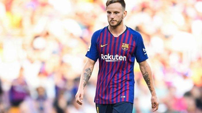 Gelandang Barcelona, Ivan Rakitic, tegaskan dirinya masih berstatus sebagai pemain Barcelona meskipun santer dikabarkan dirinya akan hengkang dari klub.