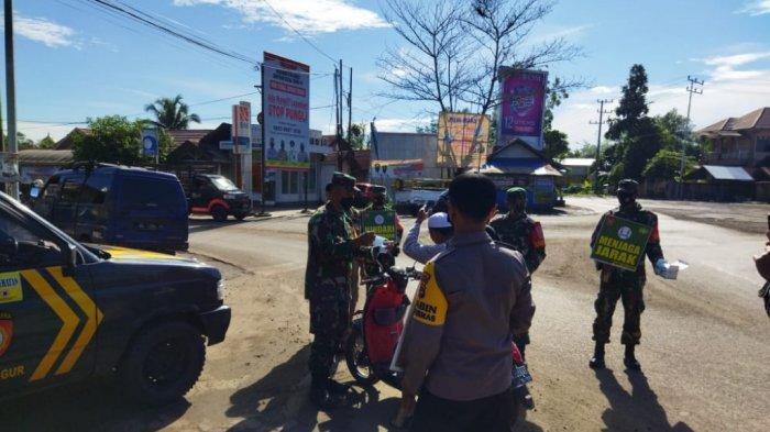 Sambut HUT Kodam VI/Mulawarman Ke-63, Kodim 1010 Tapin Bagi Masker ke Desa