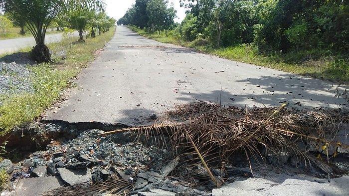 Gorong-gorong Pecah, Jalan Dharma Praja Tanbu Ambles , Lalulintas Dialihkan Sementara