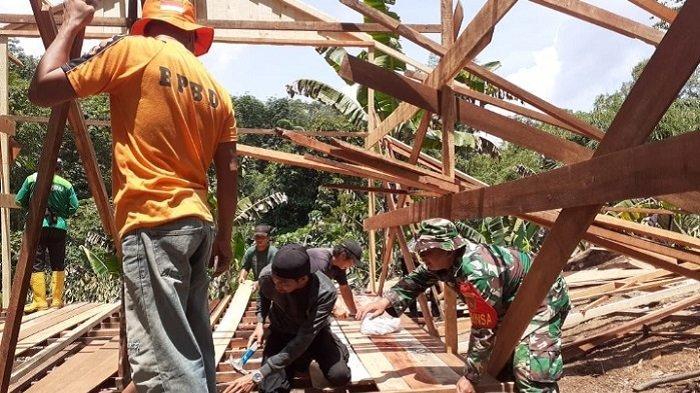 DukungPembangunan Rumah Lia Bocah Yatim Piatu di HST, Koramil Pagat Terjunkan Babinsa